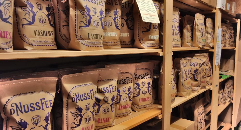 NussFee Produkte im Regal