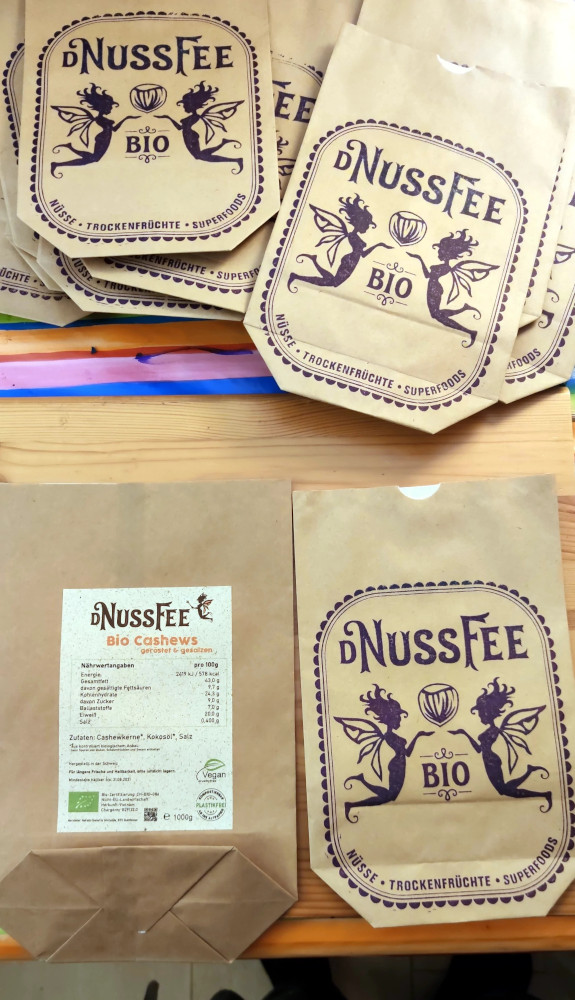 NussFee Papiersäcke mit Stempel